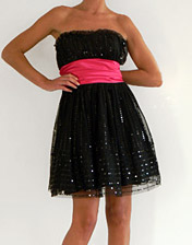 Robe bustier sequins noirs et ruban rose en location