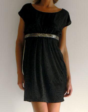 location de robe courte noire moiti velours robe noire mi velours en location pour un soir. Black Bedroom Furniture Sets. Home Design Ideas