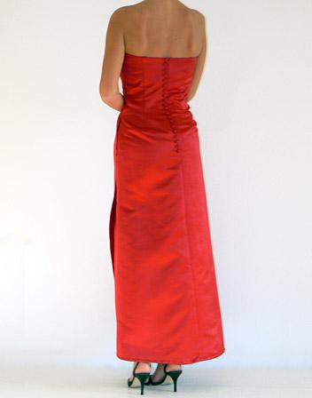 location robe longue satin rouge avec bustier broderie. Black Bedroom Furniture Sets. Home Design Ideas
