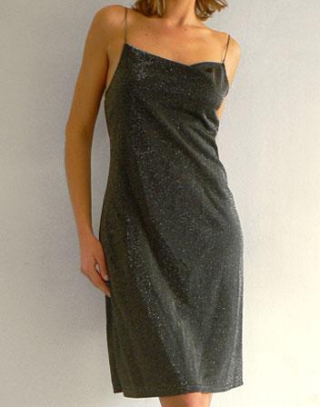 location de robe mi longue grise brillante robe grise paillette et fines bretelles cha nes en. Black Bedroom Furniture Sets. Home Design Ideas