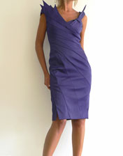 robe de cocktail violet Karen Millen en location