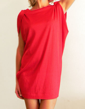location de robe maje rouge courte romantique robe courte rouge en location avec tenue d 39 un. Black Bedroom Furniture Sets. Home Design Ideas