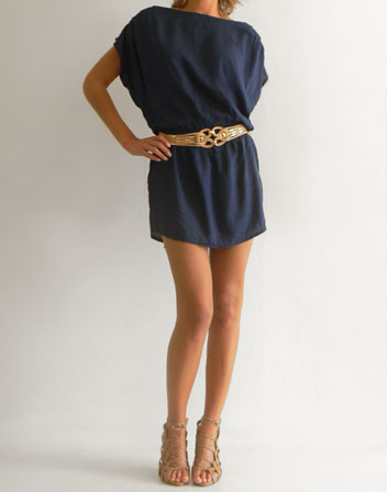 location de robe tunique bleu marine robe ou tunique bleu marine en location pour un soir avec. Black Bedroom Furniture Sets. Home Design Ideas