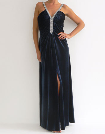 location robe longue velours bleu marine avec strass longue robe de soir e velours bleu marine. Black Bedroom Furniture Sets. Home Design Ideas