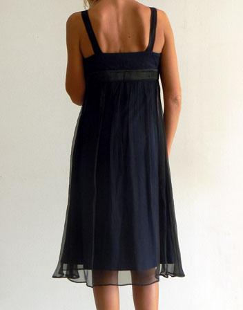 location de robe bleu marine pour soir e robe mi longue bleu et mousseline noire en location. Black Bedroom Furniture Sets. Home Design Ideas