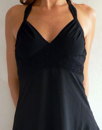 location de robe mi longue noire et tour de cou robe mi longue noire vas e et strass noirs en. Black Bedroom Furniture Sets. Home Design Ideas
